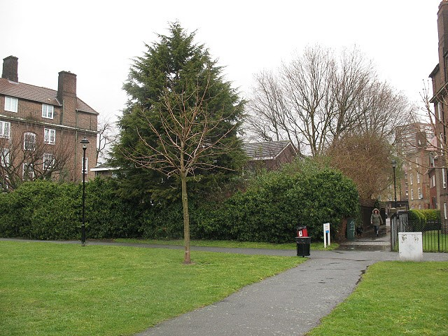 Tabard Gardens,Site of where the Church stood..jpg