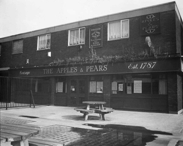 The Apples and Pears Pub in South Bermondsey.jpg