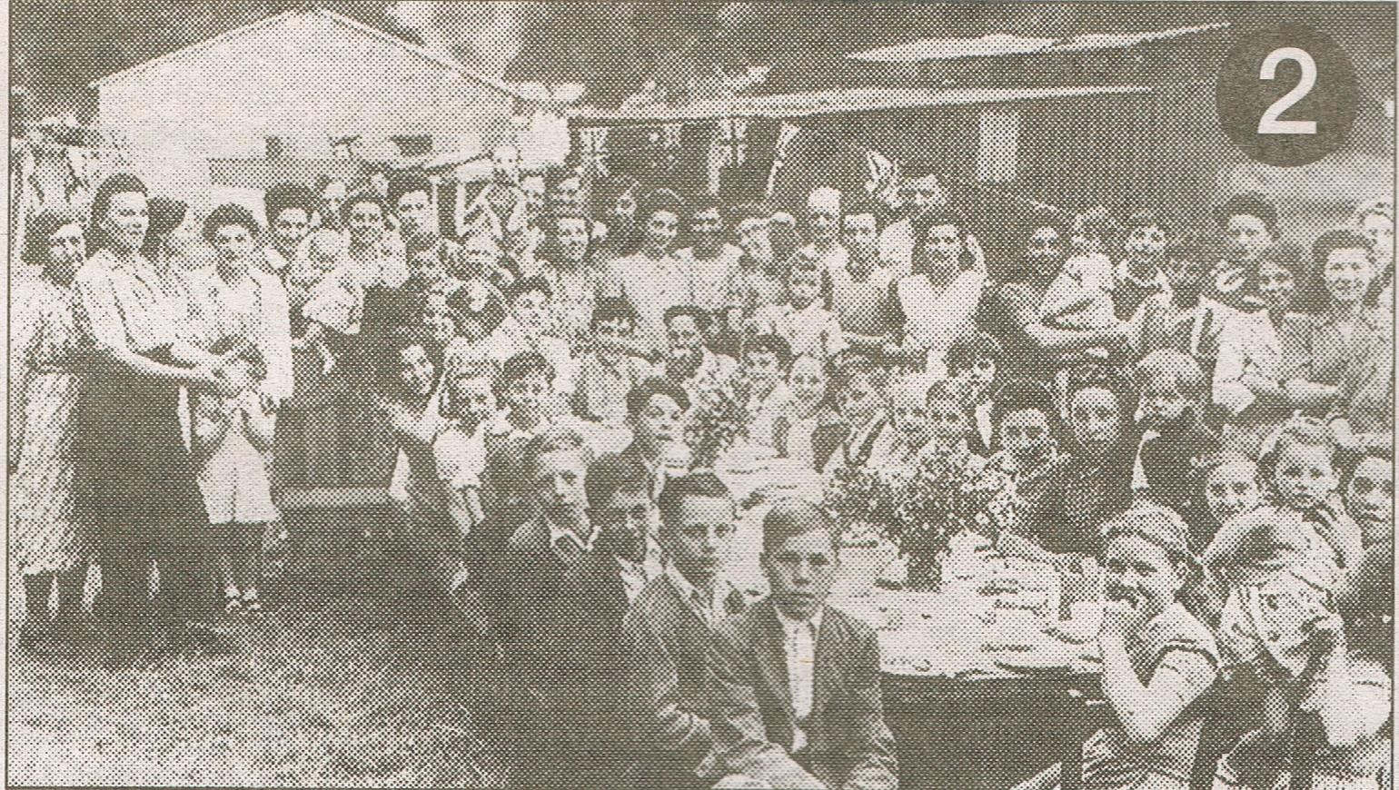 Children's tea party, 1940, Whitbread's hop farm, Beltring, Kent  .jpg