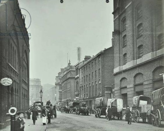 Emblem House 29-33-Tooley Street in 1905. Emblem House is the white building far right..jpg
