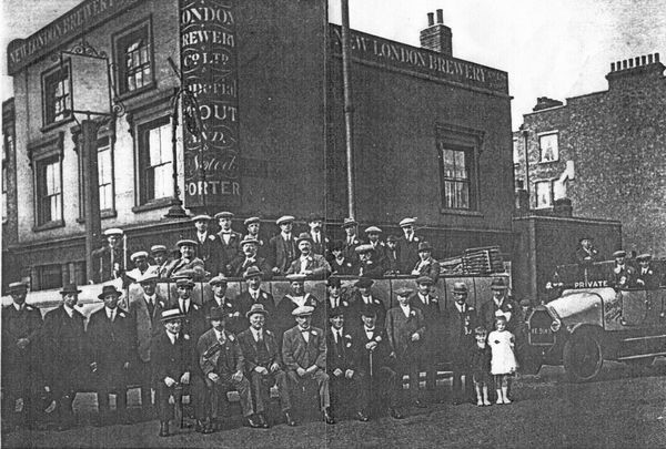 Golden Eagle Beer House on the corner of Trafalgar Road and Neate Street in 1921.jpg