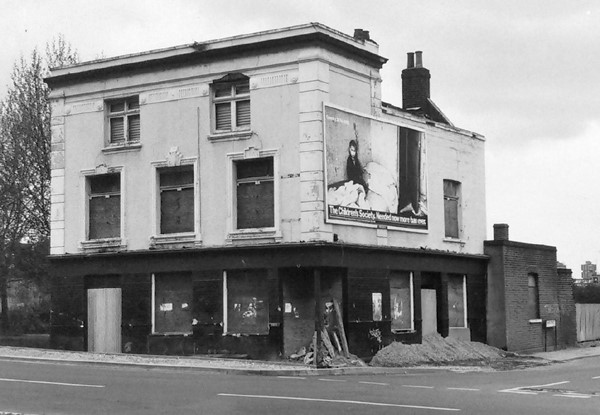 Golden Eagle Beer House on the corner of Trafalgar Road and Neate Street. This is how the pub looked in 1986, shortly before demolition..jpg