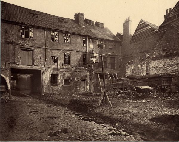 White Hart Yard,Borough High Street.jpg