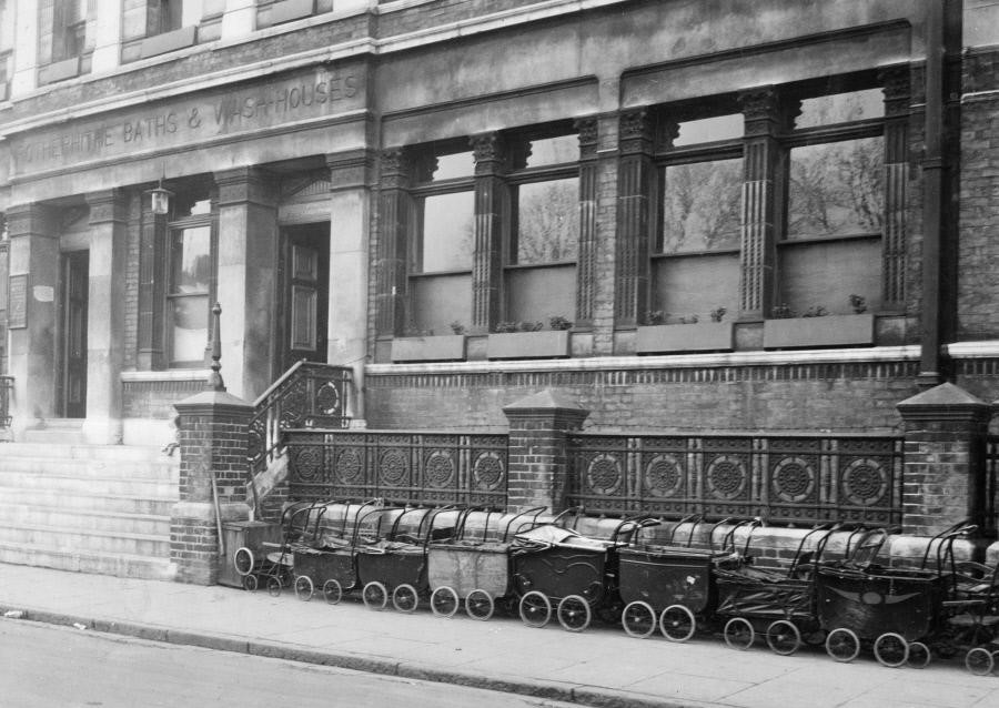Rotherhithe Baths, Lower Road, 1930.  Love the Prams, they have a convoy. X.jpg