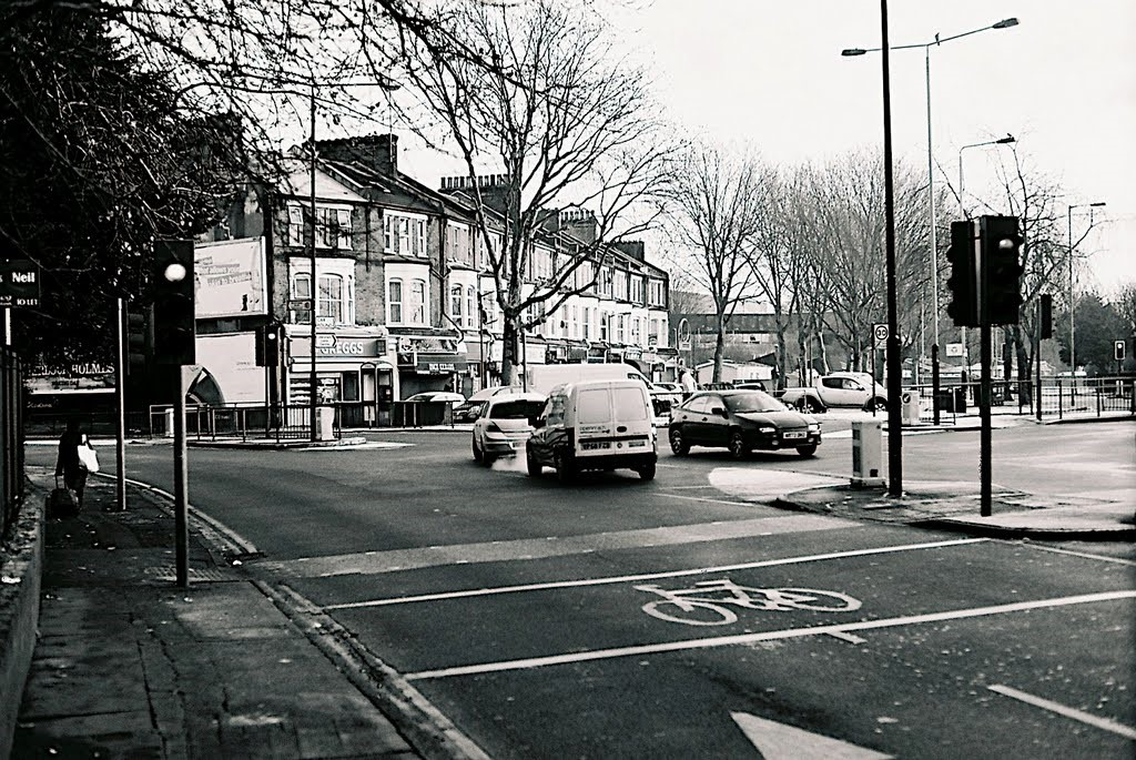 Rotherhithe New Road, going left. Junction with Ilderton Road..jpg