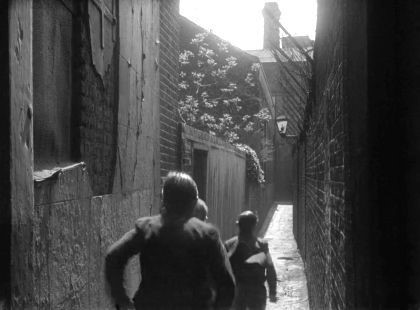 Film HUE and CRY 1946 Cardinal Cap Alley. Bankside.  X.jpg