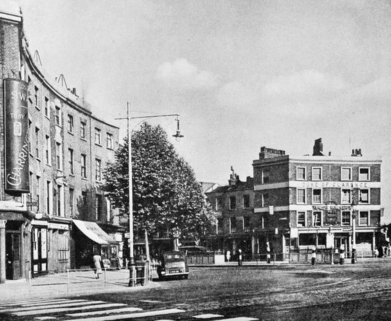 St. George's Circus, 1962, Duke of Clarence, 132 London Road, right..jpg