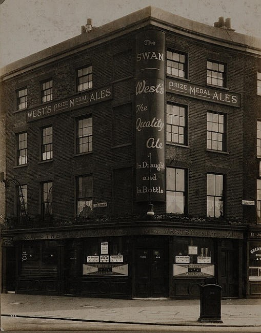St Georges Circus. The Swan, 125 Blackfriars Road, was the Duke of Sussex in 1838-41..jpg