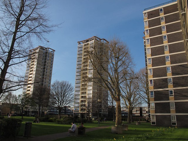 Old Kent Road, Avondale Square, tower blocks 2015.jpg
