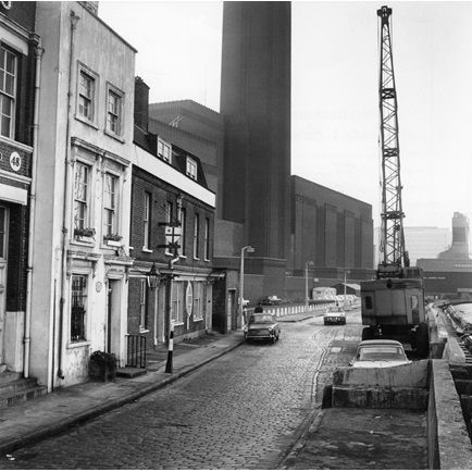 Bankside Power Station, now the Tate Modern. The power station closed in 1981..jpg
