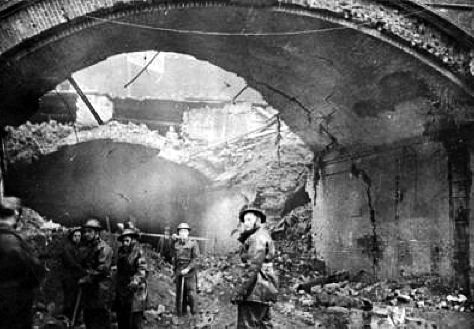 Stainer Street bombing, the arch was destroyed in a raid on 17 February 1941 and more than 60 people were killed..png