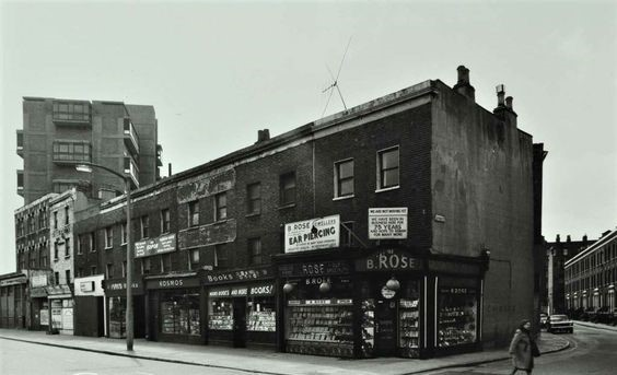 London Road by Gaywood Street (right) Elephant and Castle (left) in 1975  X.jpg