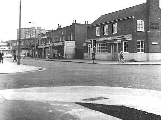 Southwark Park Road, Colleen Bawn Pub1976..jpg