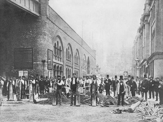 Duke Street Laying The Foundation for London Bridge in 1865.jpg