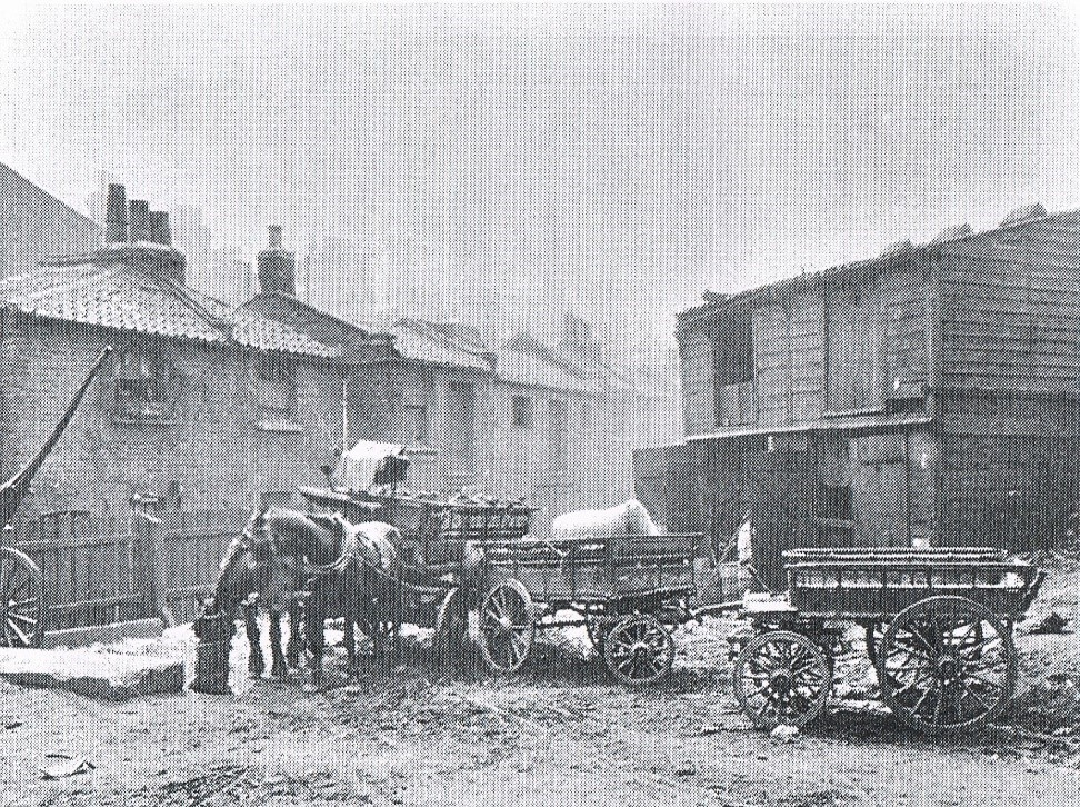 Pauls Yard was off Little Hunter Street which ran between Tabard Street and Weston Street c 1900..jpg