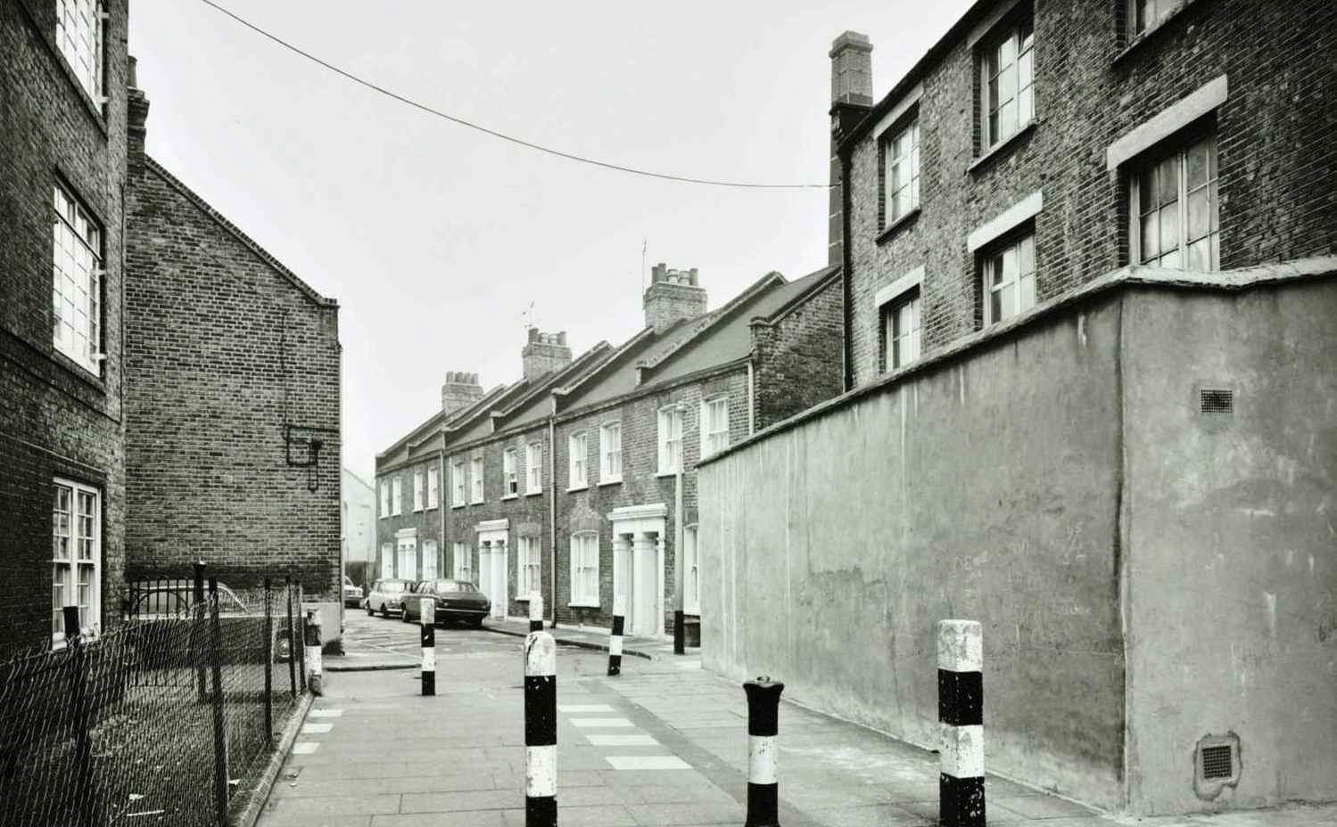 BRUNSWICK COURT 1974 LOOKING FROM TANNER STREET.jpg