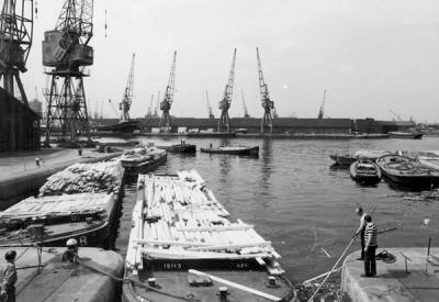 Surrey Canal from the Greenland Dock in June 1970.jpg