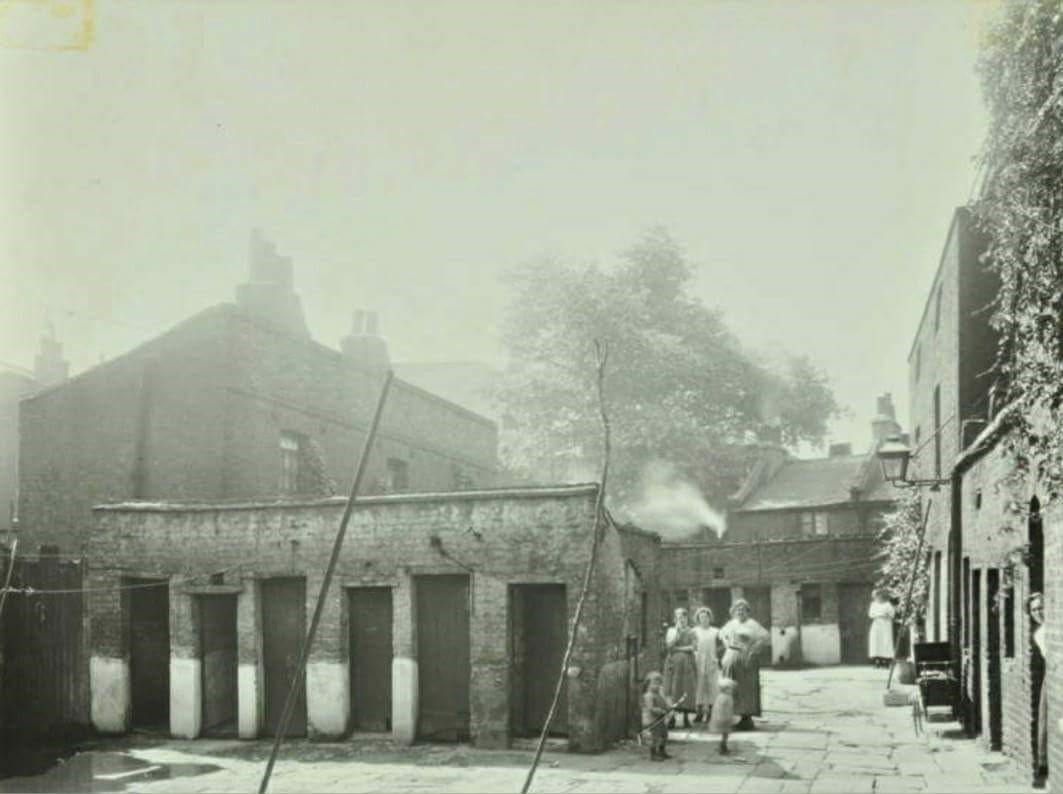 Gutteridge Court off Jacob street rear of Dockhead Fire Station 1922.jpg