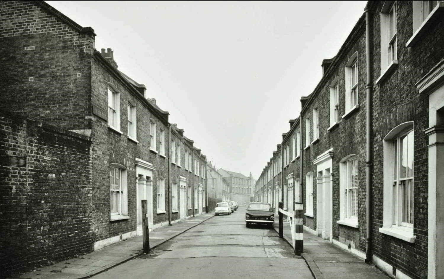 Brunswick Court 1974. Looking towards Tanner Street. Druid Street behind..jpg