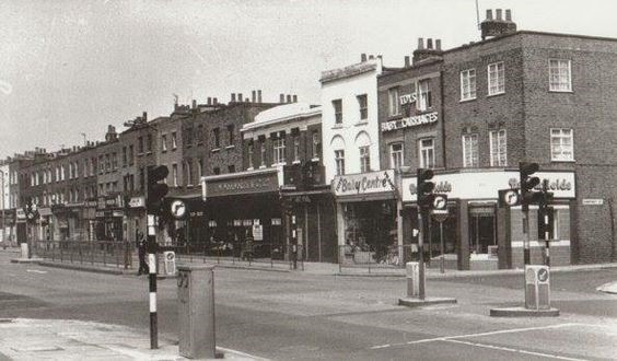 Old Kent Road, Bermondsey, first picture I've seen with Walworth's in it. Albany Road left, Humphrey Street right..jpg