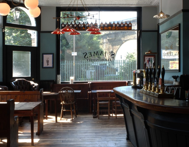St James Road, interior of the St James Tavern..jpg