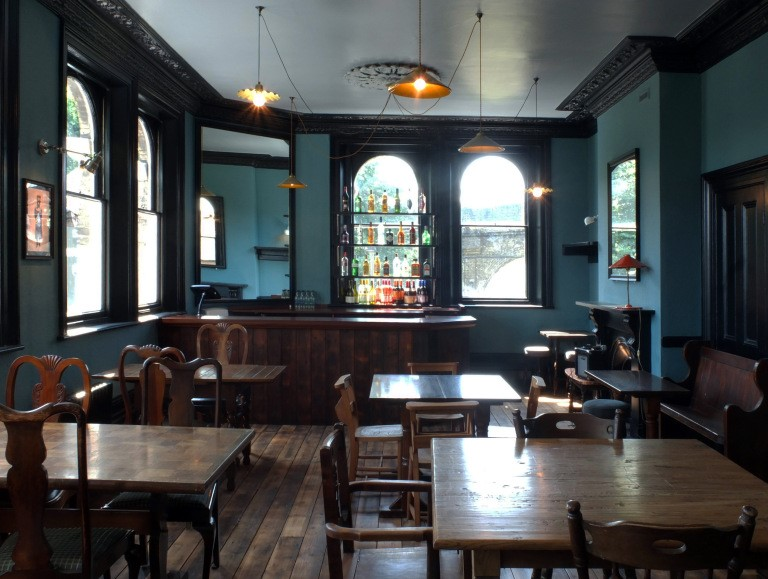 St James Road, interior of the St James Tavern, 2014..jpg