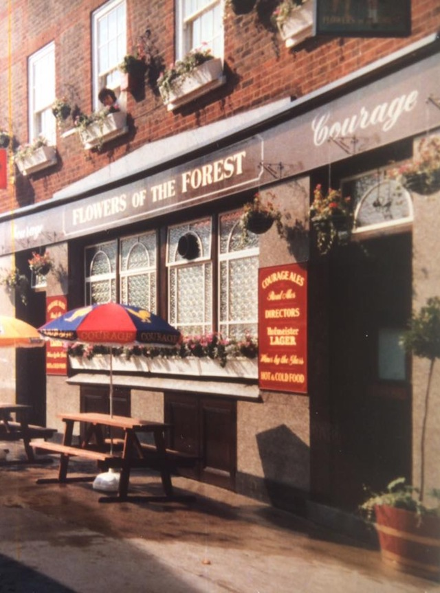 Blackfriars road. Flowers of The Forest. This pub was closed in the 1990s.png