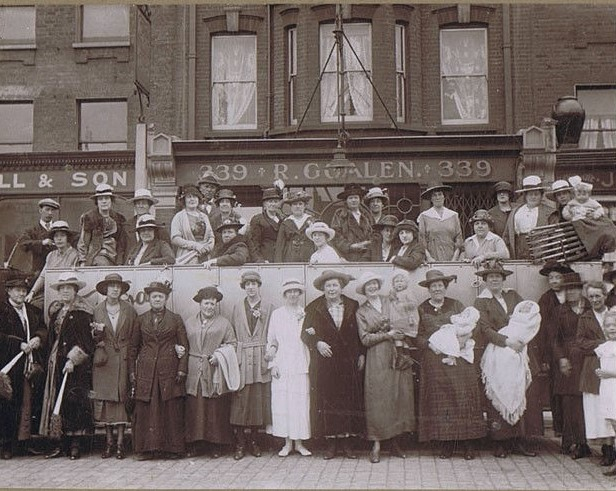 Albany Road Camberwell c1920s. London Ladies & Charabanc (2).jpg