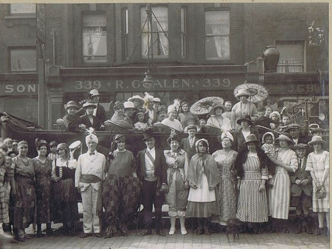Albany Road Camberwell c1920s. London Ladies & Charabanc 2.jpg