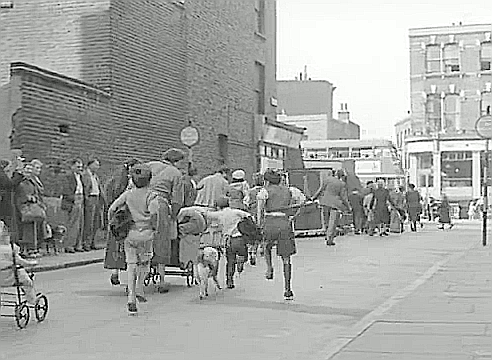 Film Adventure in the Hopfield's, 1954 ,Ontario Street looking towards London Road in SE1 with the Princess of Wales public house on the right..png