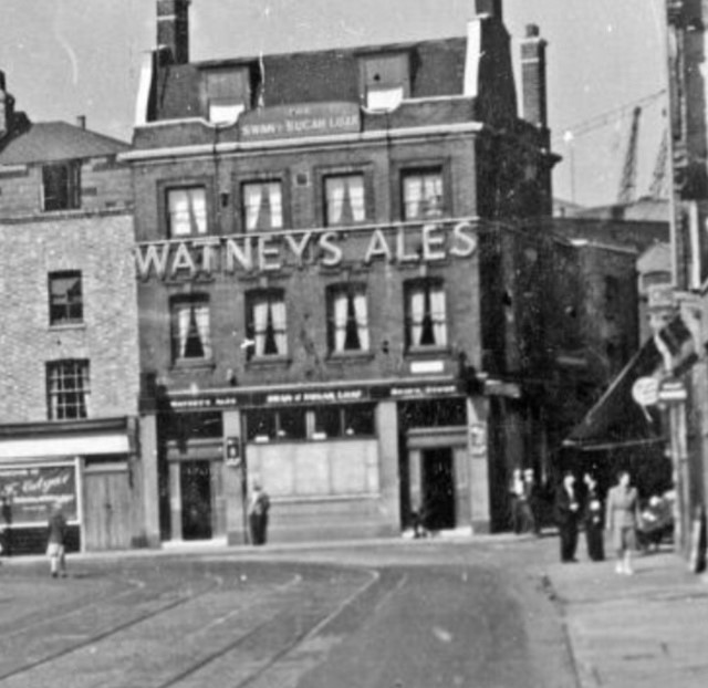 Parkers Row,The Swan & Sugar Loaf was situated at 55 Dockhead,1949..jpg