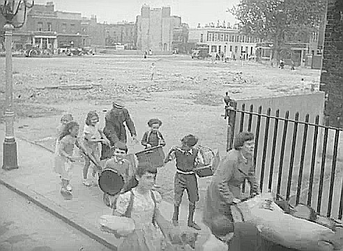 Film Adventure in the Hopfields 1954  Picture taken from Bath Terrace  X.jpg