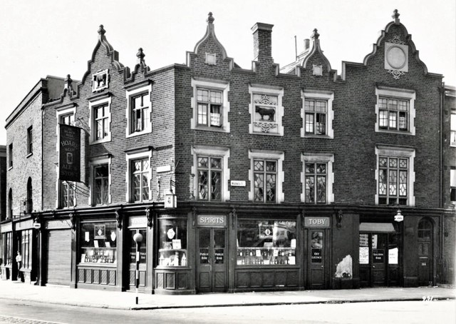 Old Kent Road. The Black Bull c1935.jpg