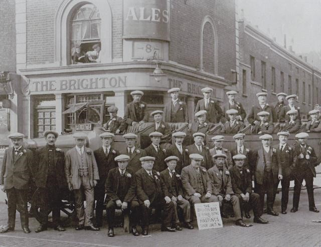 Old Kent Road, The Brighton Pub, Bricklayers Arms. c1921.jpg
