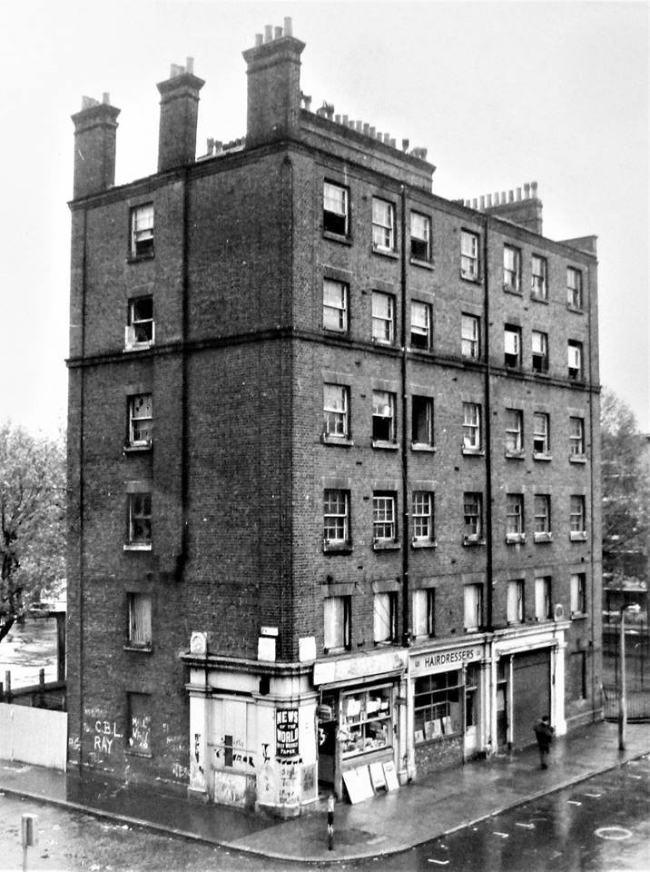 Blendon Row Louise House on the corner c1973.jpg