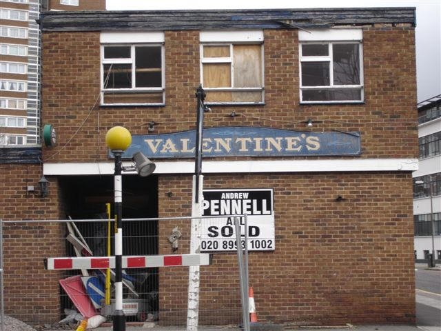 Valentine & Orson Pub, 171 Long Lane, 2007.jpg