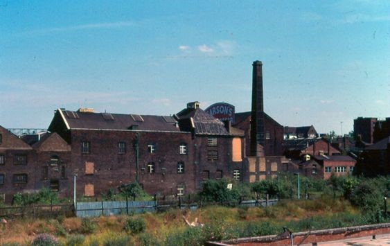 Tower Bridge Road Bermondsey, Sarsons Vinegar Factory  in 1991 before it shut in 1992..jpg