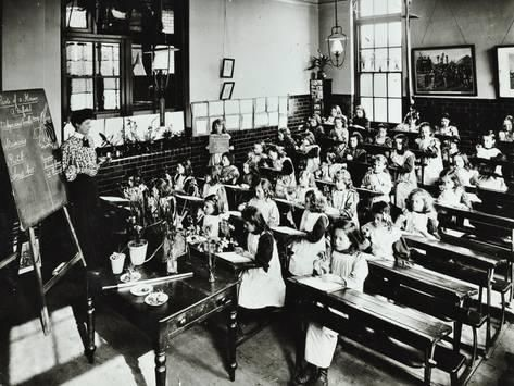 Albion Street Girls School, Rotherhithe, London, 1908.jpg
