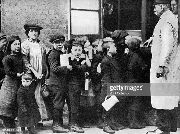 Salvation army communal kitchen Bermondsey London 1917.jpg