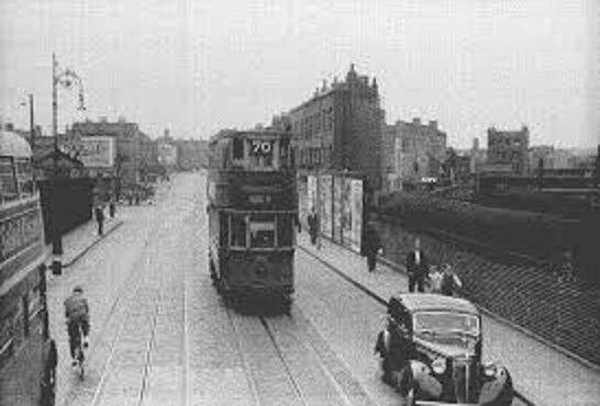 70 Tram at surrey docks.jpg