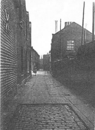 Spa Road, Parkers buildings, the alley ran beside the Queens Arms Pub..jpg