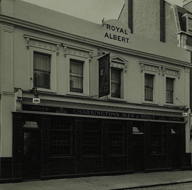 East Street, the Royal Albert before it changed to The Bell..jpg