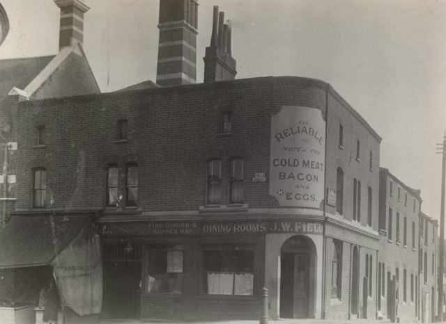 Wells Way was Wells Street. The Kings Arms was situated at 48 Wells Street.jpg
