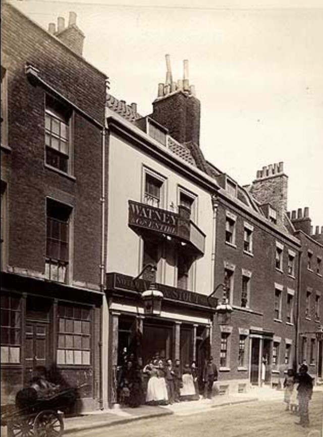 The Crown was situated at 31 Lant Street. c1880s..jpg