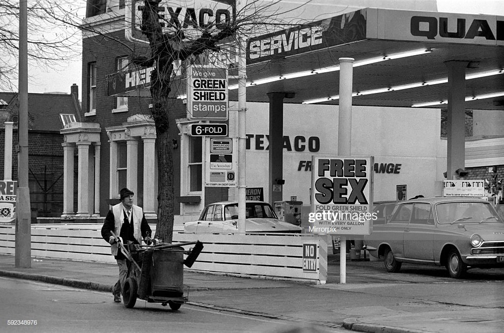 Grange Road Bermondsey 1970's. The Texaco Petrol Station. 2.jpg