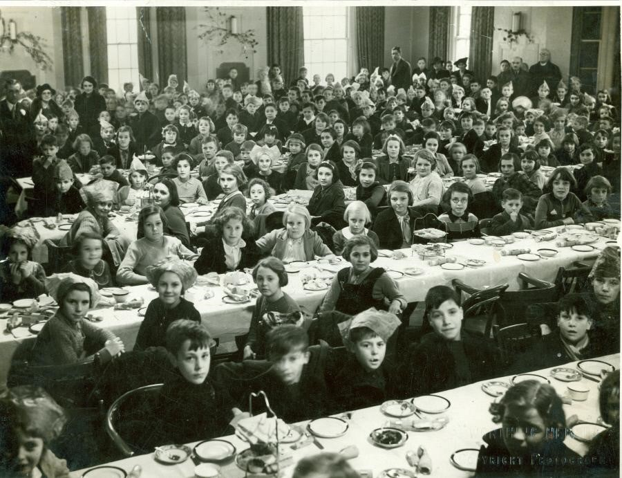 A group of children who had been evacuated from Bermondsey, Southwark to Worthing in Surrey in January 1940.jpg