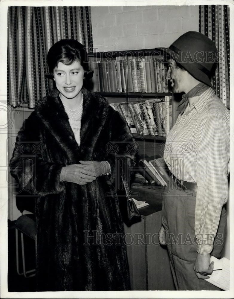 Jamaica Road .Princess Margaret Visits Bermondsey Youth Clubs. Princess Margaret chats to Jessie Ford, who is club leader at the Cambridge Mission, Jamaica road, Bermondsey.jpg