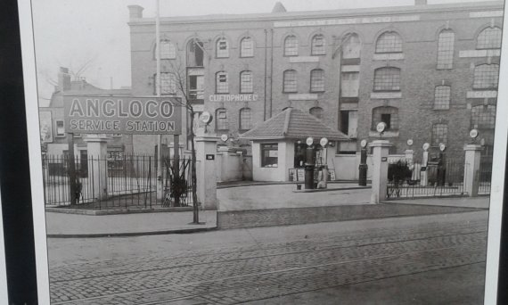 Bermondey Sq filling Station.jpg