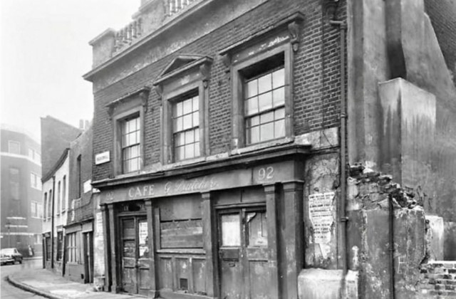 Broadwall,The Bull In The Pound was situated at 92 Broadwall. This pub closed c.1918 and was demolished c.1975.  off Stamford street.jpg