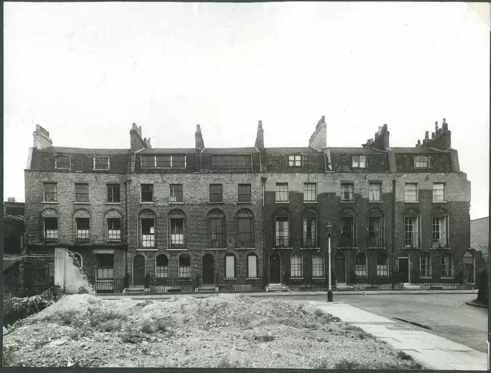 Nelson Square, last remaining houses before demolition and building of the 1950s blocks.  X.png